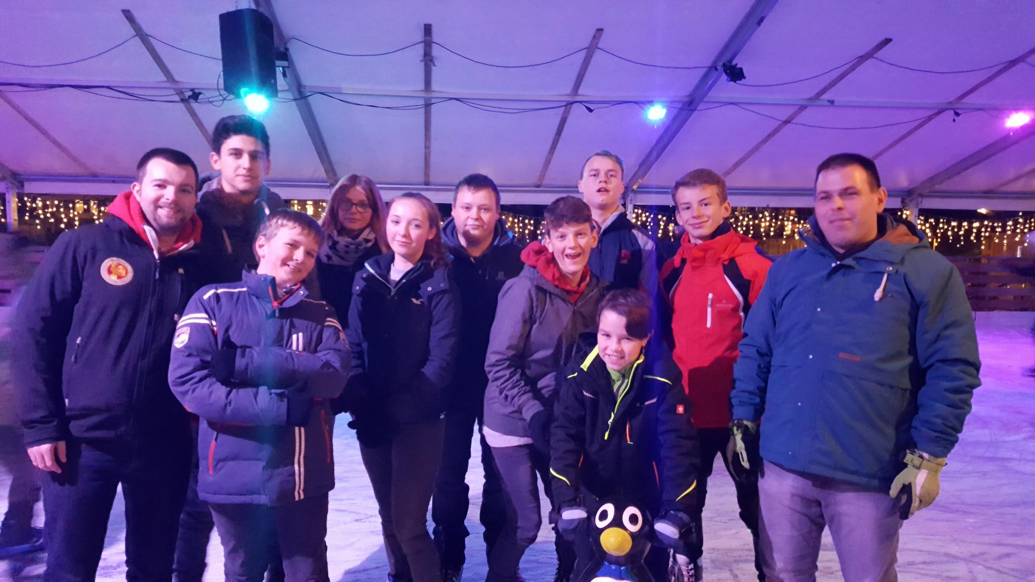 Jugendfeuerwehr Auf Eisbahn